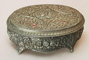 Ancienne-boite-a-bijoux-ovale-12-2-cm-metal-argente-decor-des-roses-tissu-rouge