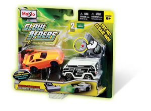 Maisto-Glow-Riders-2er-Set-Auto-Leuchtfahrzeug-LED-Lampe-Rennauto-Fahrzeug-Spiel