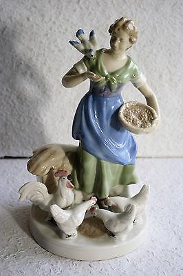 Porzellanfigur Bäuerin mit Hühnern Krone 1877 GDR Dekor 21 Wagner & Apel  23 cm