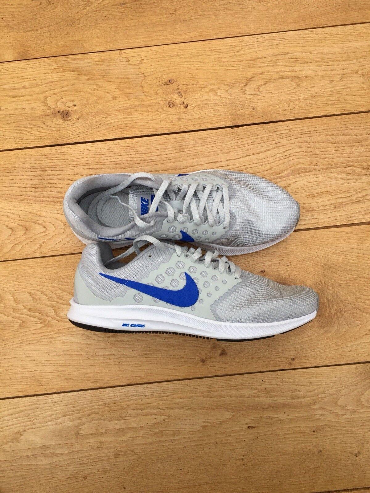 Nike Scarpe Da Corsa. Nuovo di zecca. Grigio e Blu