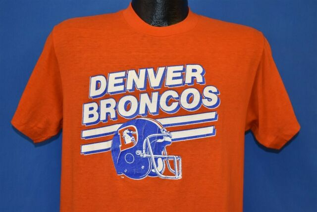 59d137e4 vintage 80s DENVER BRONCOS NFL FOOTBALL HELMET ORANGE LOGO 7 ELWAY t-shirt M