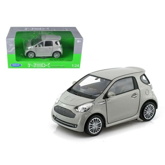 WELLY 24028S Aston Martin Cygnet Silver 1-24 Diecast Car