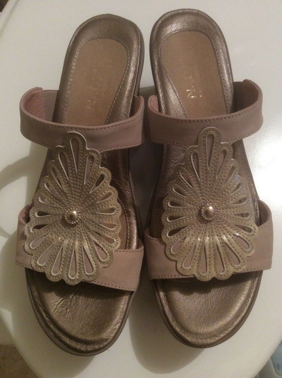 NEW NOAT Fancy Wedge Women's Size 38 accent Pearl as Slip on Sandal shoes NWOB