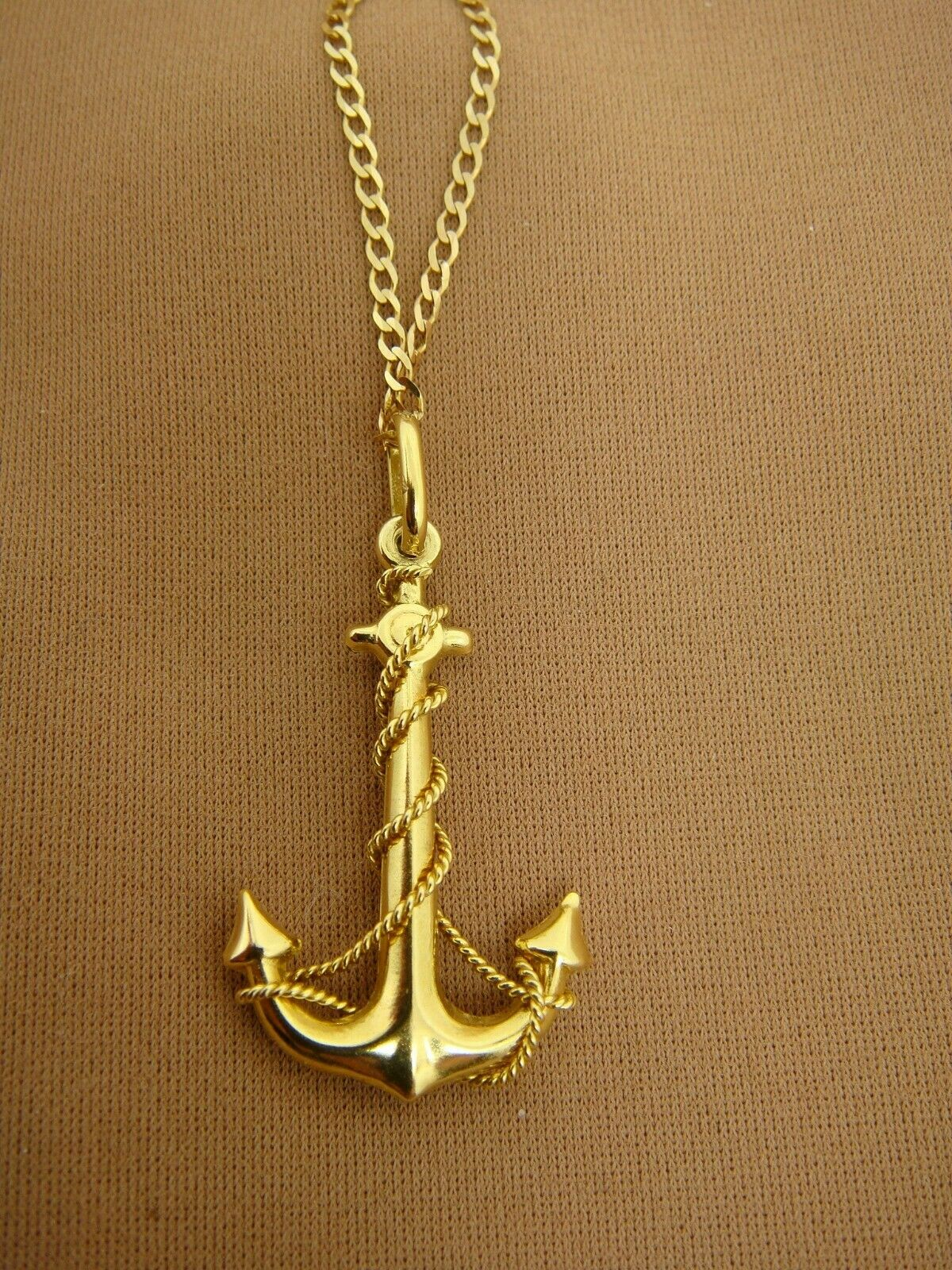 9K Solid Yellow gold Womens Rope & ANCHOR Pendant on 18  Chain Boating Nautical