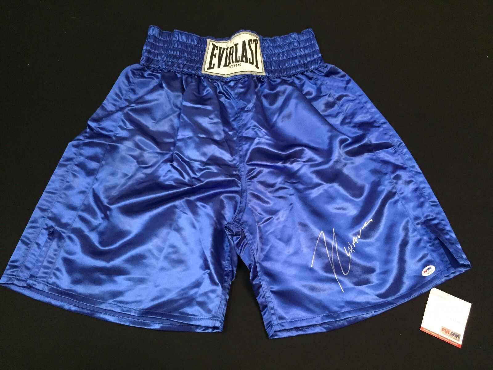 Julio Cesar Chavez Signed Blue Everlast Boxing Trunks *HOF PSA 6A13069