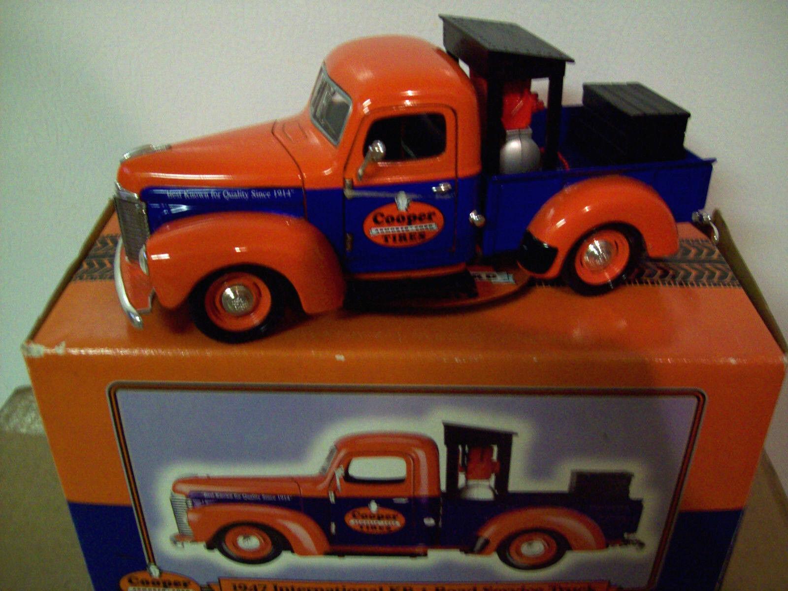 orden ahora con gran descuento y entrega gratuita Liberty Classics Cooper Neumáticos 1947 camión de servicio internacional de de de recogida de KB-1, Muy Buen Estado  barato y de alta calidad