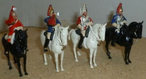 VINTAGE-BRITAINS-PLASTIC-LIFE-GUARDS-AND-BLUES-amp-ROYALS-MOUNTED-ARTICULATED-x-4