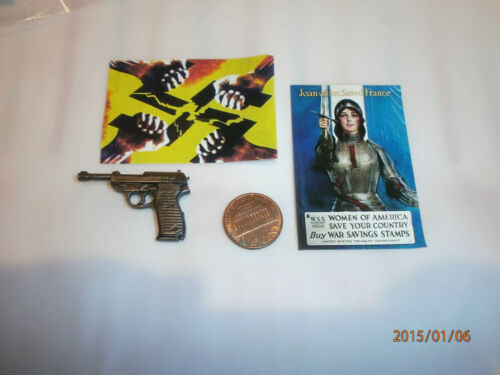 Did 2 x posters /& luger from Pierre 1//6th scale toy accessory Brad Pitt