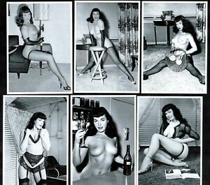 Bettie-Page-At-Home-Postcard-Set-Pin-Up-Girl-Nylon-Stockings-Erotic-Betty-Sexy