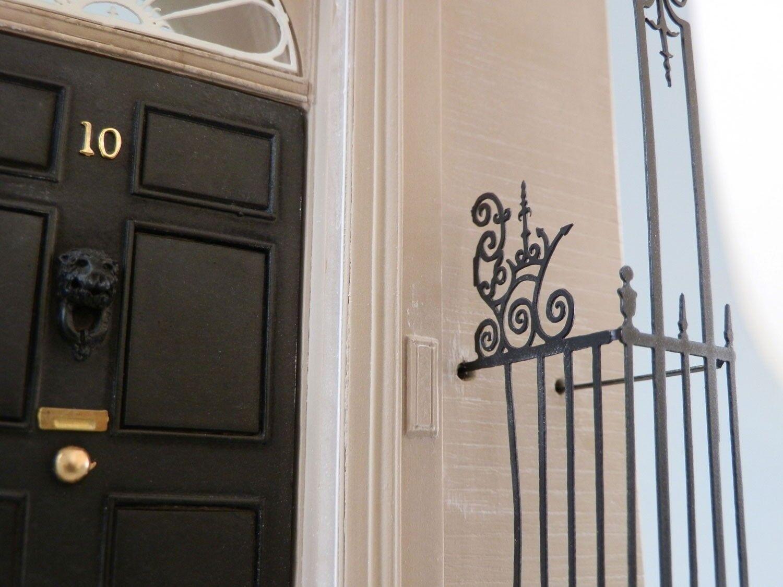 10 de Downing de Street Yeso Modelo a escala de Downing la puerta de reactivación de las Artes De Baño fada59