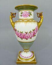(K356) KPM Berlin Vase Französische Form, Girlanden aus roten Rosen, Höhe 30 cm