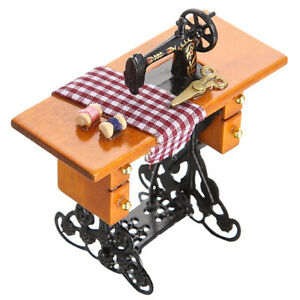 1-12-Mini-Moebel-Naehmaschine-mit-Stoff-Puppenstube-Neu-Puppenhaus-Miniatur-B6S7