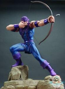 Avenger-039-s-Hawkeye-Statue-By-Hard-Hero-Limited-Numbered-MIB