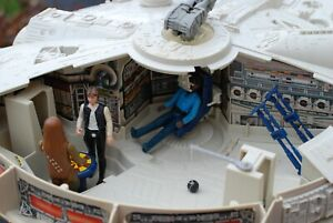 VINTAGE-STAR-WARS-COMPLETE-MILLENNIUM-FALCON-VEHICLE-FIGURES-KENNER-WORKS