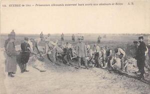 CPA-51-PRISONNIERS-ALLEMANDS-ENTERRANT-LEUR-MORT-AUX-ALENTOURS-DE-REIMS