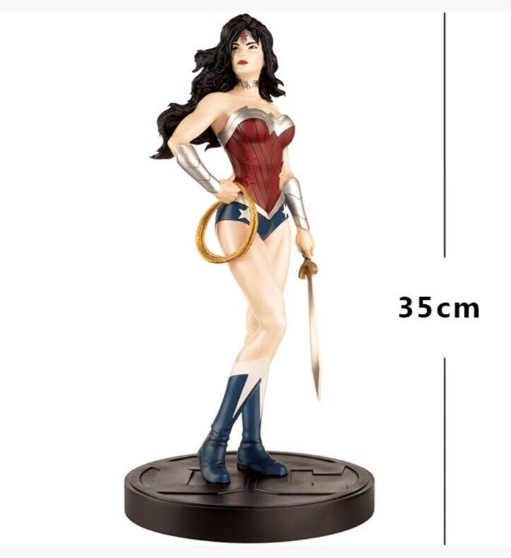 Limited edition Wonder Woman Figurine 35cm Mega Special (Mag + characters)