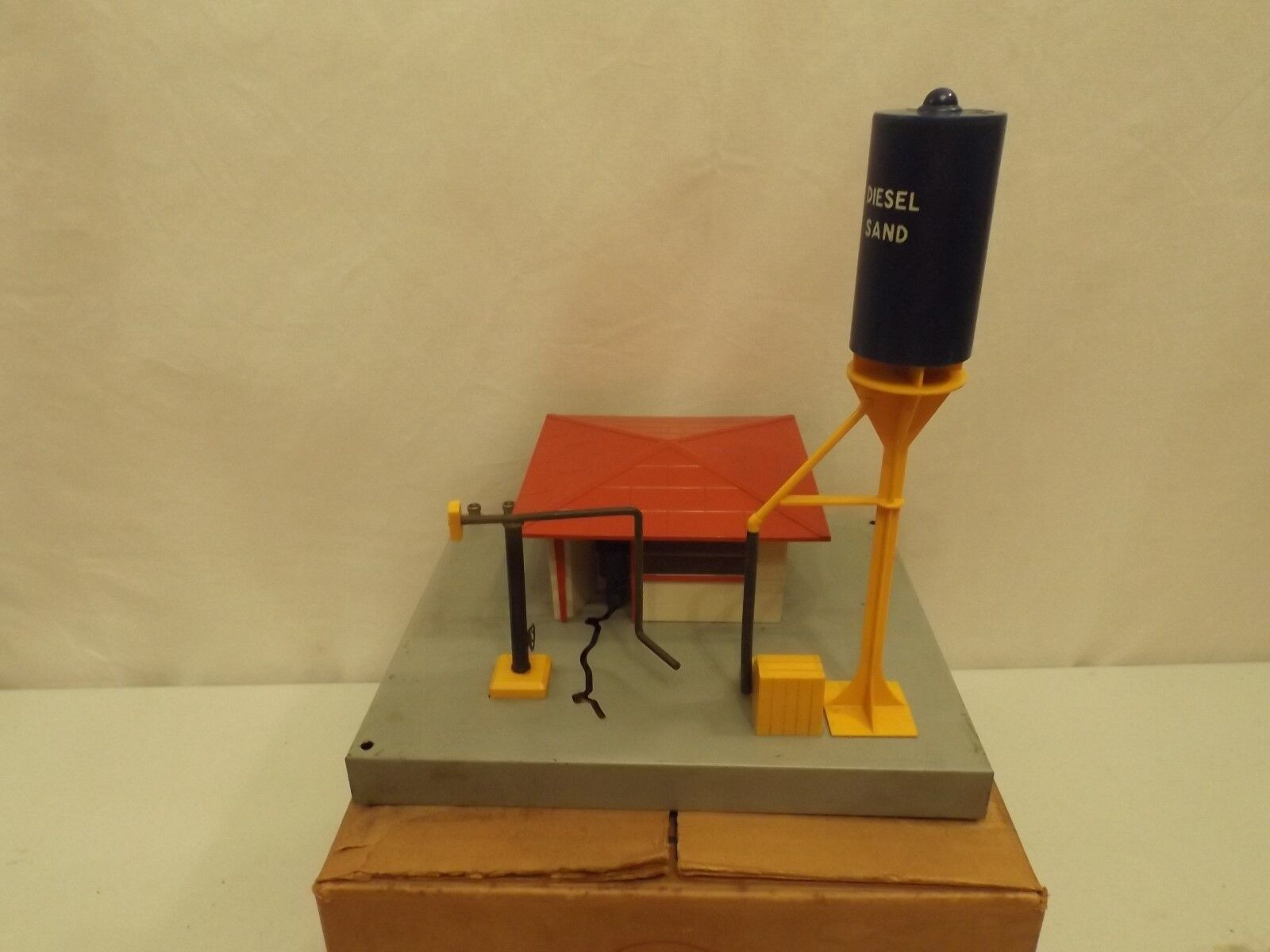 O Lionel  415 diesel fueling station in original box