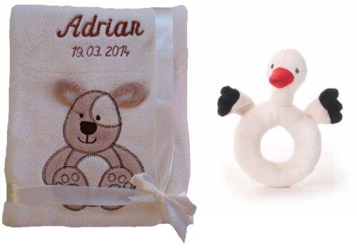 Baby Rassel Geschenk Baby Taufe Geburt Set aus Babydecke mit Namen bestickt