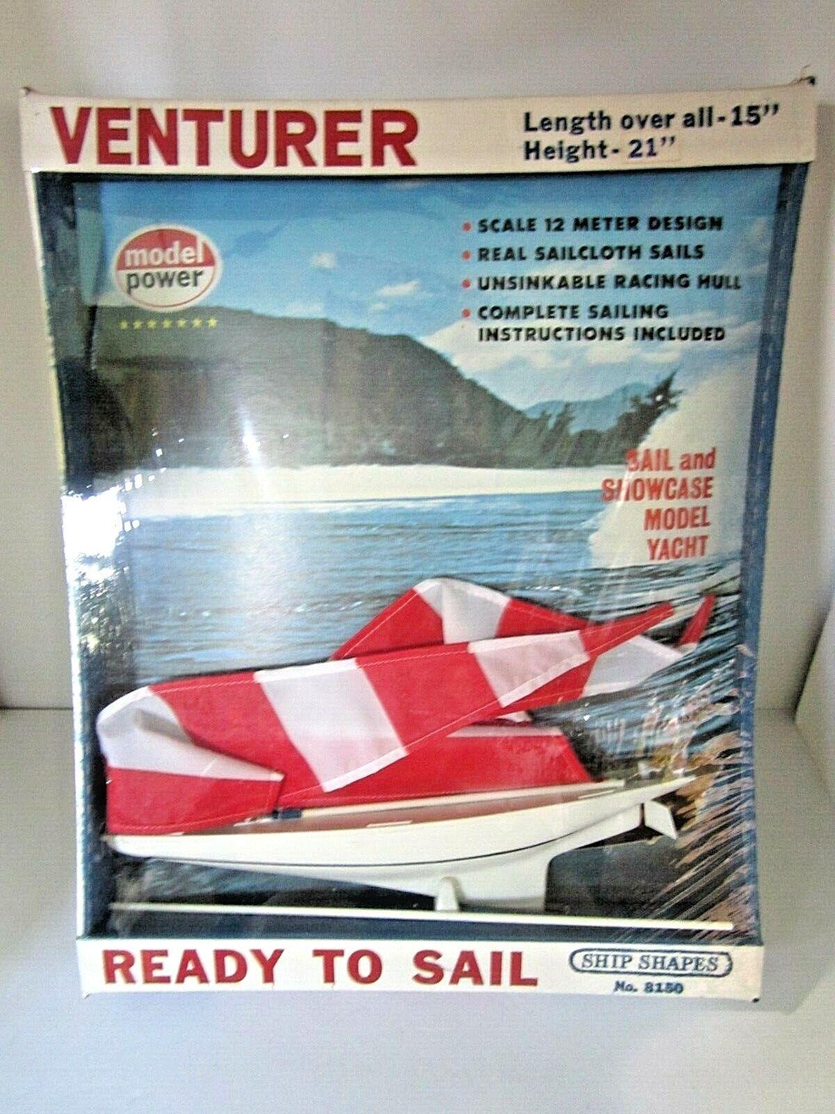 Modelo de exhibición de un velero de aventureros antiguos.