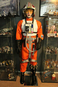 8-Lifesize-Replica-Star-Wars-Figures-Props-Han-Solo-Vader-Boba-Fett-R2-D2