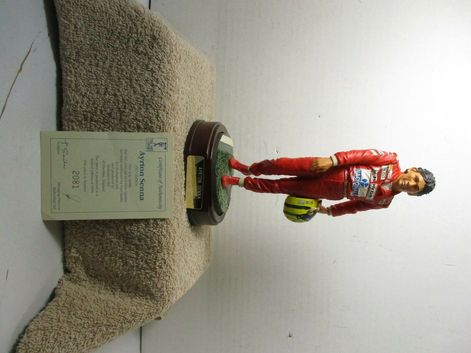 1 18 SCALE FIGURINE OF AYRTON SENNA 1995 EDITION COLD CAST PORCELAIN