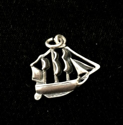 2.8g Vintage Galleon Sailing Ship Sterling Silver Bracelet Charm  3d Detail
