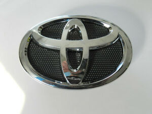 NEW TOYOTA COROLLA FRONT GRILLE BUMPER RADIATOR EMBLEM 75301-02010 Badges 09-13