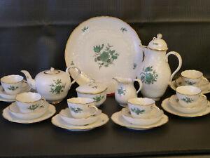 Meissner-Porzellan-Kaffee-und-Teeservice-Blumendekor-Kupfergruen-Goldrand