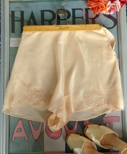 "1930's embroidered silk tap pants - Small 26"" wais"