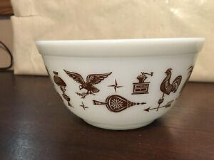 """Pyrex Bowl, Early Americana #402, 1 1/2 qt Green 3 3/4"""" high"""