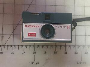 Vintage-1960-039-s-Kodak-Green-Hawkeye-Instamatic-R4-Camera-35mm-Good-Shutter