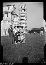 Portrait famille Tour de Pise Italie - ancien négatif photo  an.1950