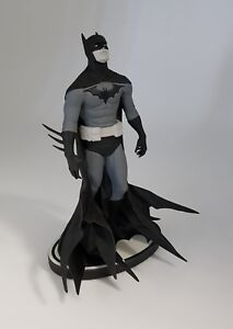 DC-Collectibles-Batman-Black-And-White-Ployresin-Statue-By-Artist-Jae-Lee-LE