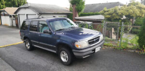 '98 Ford Explorer PRICE IS NEGOTIABLE CAR NEEDS TO GO