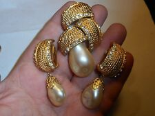 HATTIE CARNEGIE Vintage Big Brooch & Earrings SET Baroque Pearl Rhinestones RARE