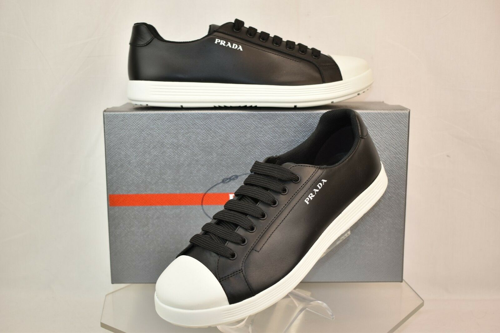 NIB PRADA nero LEATHER bianca RUBBER CAP TOE LOGO LOW TOP scarpe da ginnastica 10 US 11