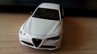 """METAL 1:43 Bburago 30329 Alfa Romeo GIULIA 2016 /""""White/"""""""