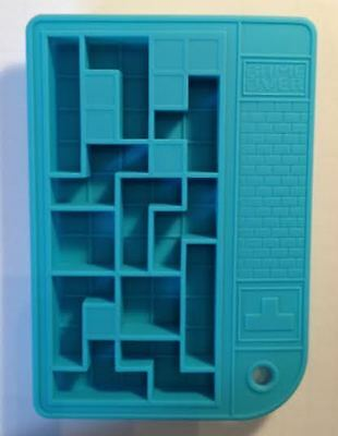 SILICONE ICE CUBE TRAY IN SHAPE OF PUZZLE - FREE POSTAGE