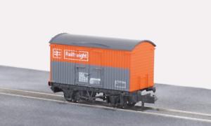 Peco-NR-42R-N-Gauge-BR-Railfreight-Box-Van