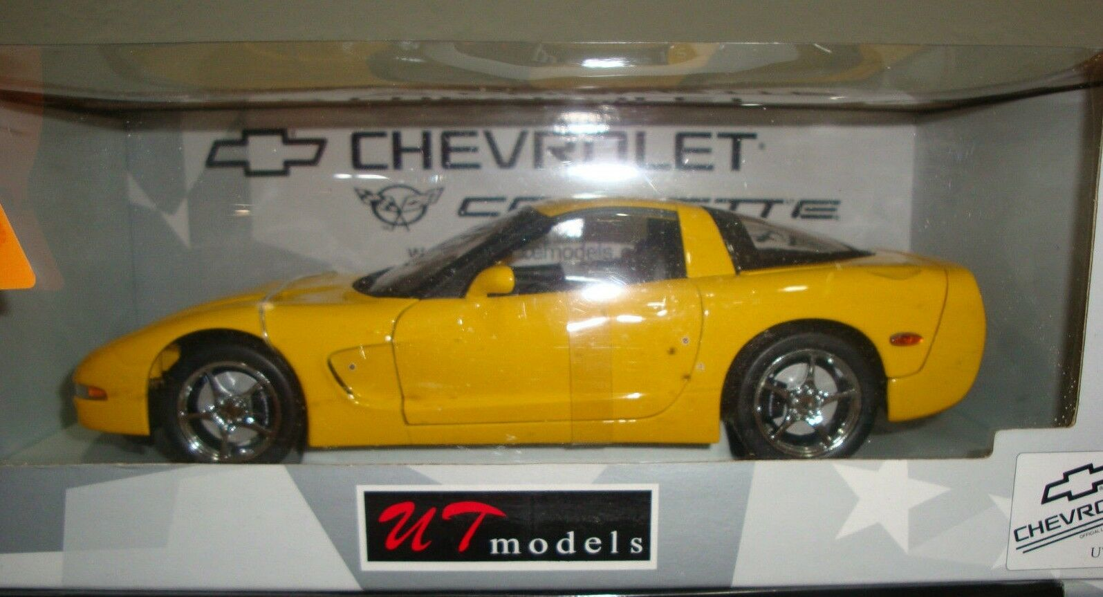 2000 Chevrolet Corvette C5 Coupe Yellow with Chrome Wheels 1 18 UT MODELS RARE