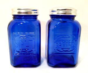Cobalt-Blue-Salt-amp-Pepper-Shakers-Retro-Depression-Glass-Set-Metal-Lids-4-5-034