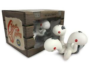CAN OF WORMS ALBINO EDITION DESIGNER VINYL FIGURE BY ANDREW BELL
