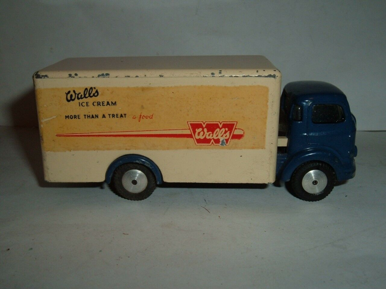 CORGI TOYS COMMER WALLS ICE CREAM IN USED CONDITION VINTAGE SEE THE PICTURERS