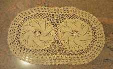Tischset Deckchen gestrickt oval , feine Handarbeit beige ca.  45 x 26 cm