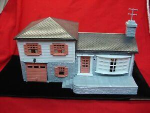 VINTAGE PLASTICVILLE 1908-198 SPLIT LEVEL HOME - GREAT CONDITION KIT & BOX TOO