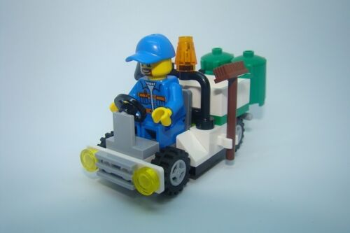 Lego mini garbage truck with min bins and minifigure TOWN CITY BUILDER
