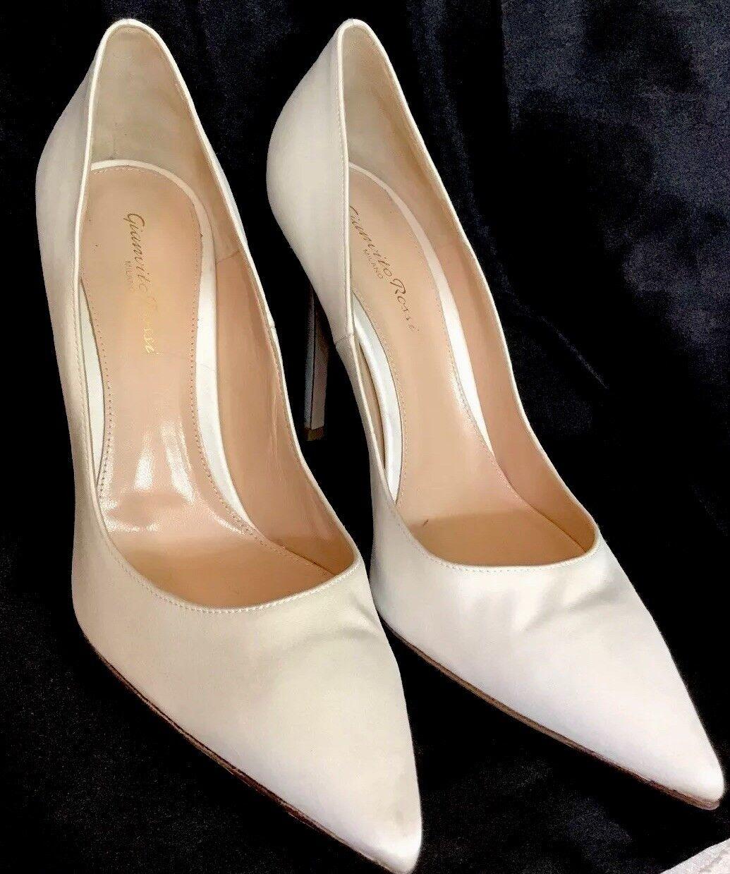 risparmia il 50% -75% di sconto Gianvito Rossi Rossi Rossi scarpe bianca Satin Pump Pointed Toe Dimensione 40 1 2  negozio all'ingrosso