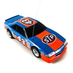 no-control-TYCO-STP-Stock-Car-43-Richard-Petty-Remote-Control-Car-Vintage