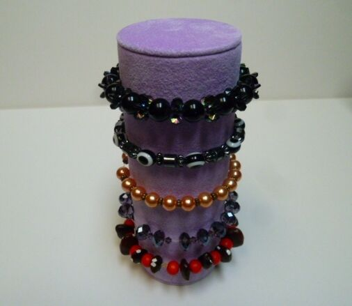 Bracelet jewellery display roll for elasticated bracelets (lilac)
