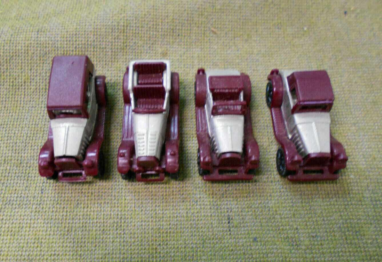 OO.   1995  KINDER SURPRISE  METAL MAROON CLASSIC CAR SET(4)